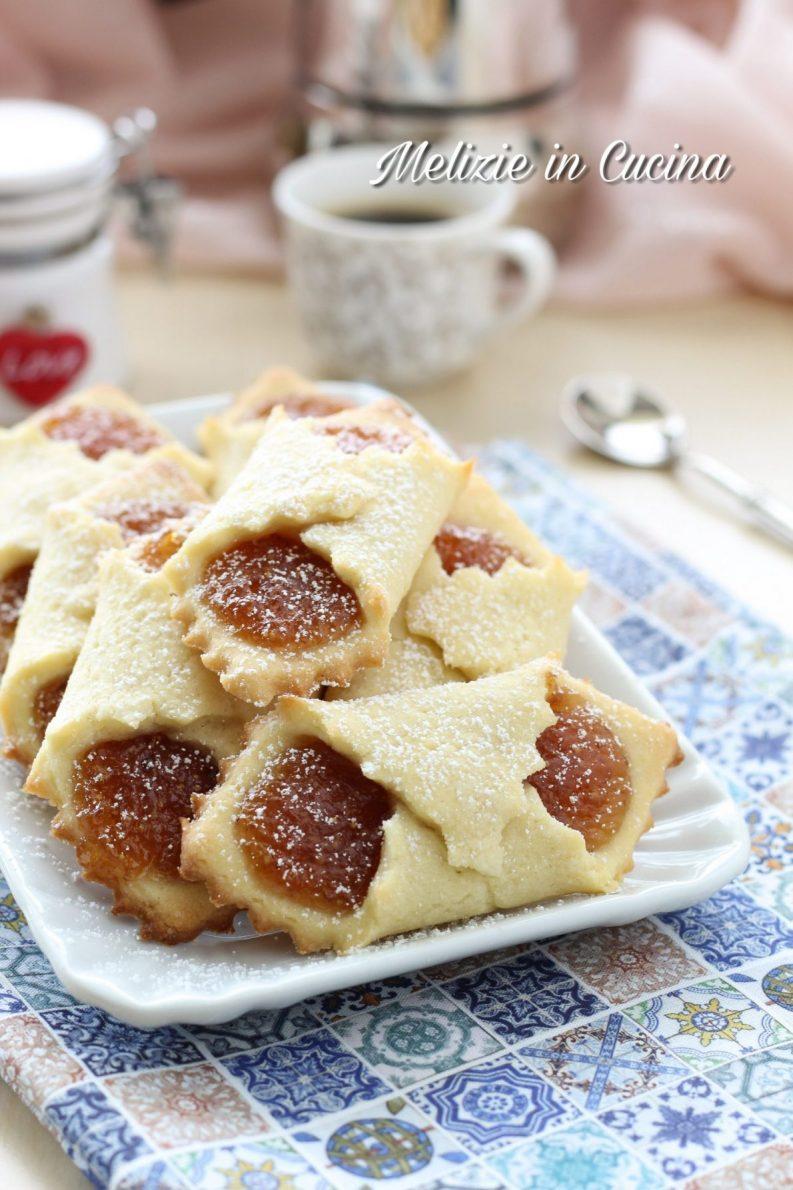 Biscotti fazzoletti con marmellata di fichi