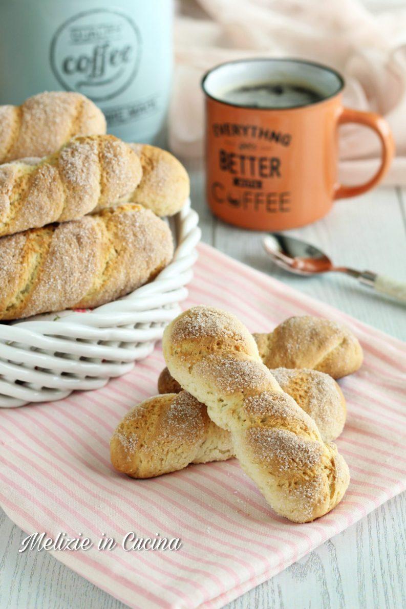 Biscotti inzupposi della nonna con panna