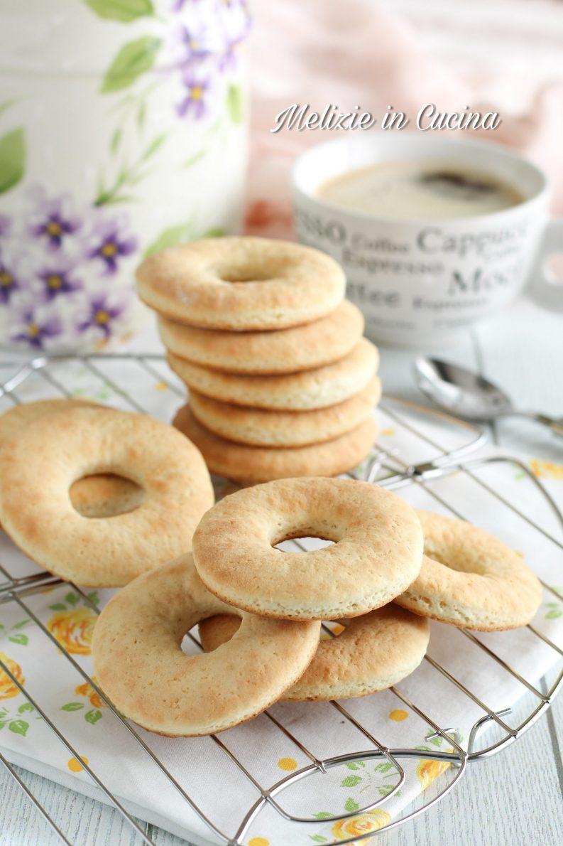 biscotti ciambelline inzuppose alla panna