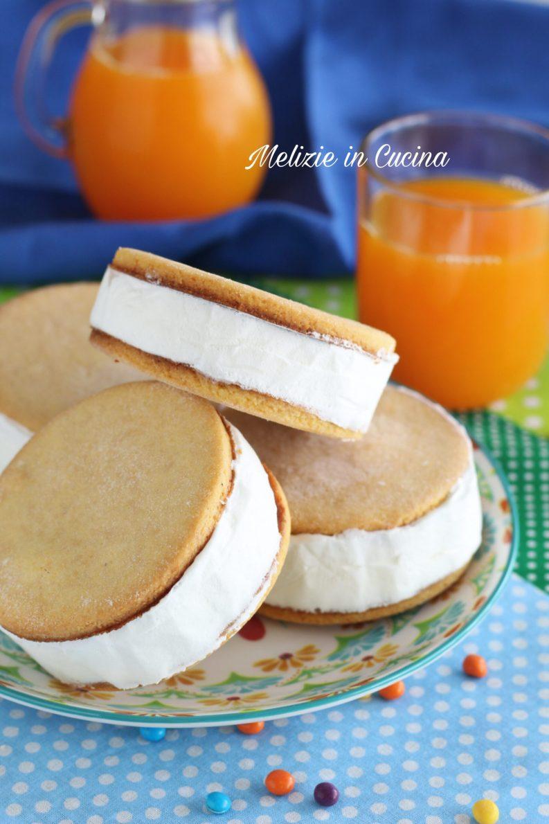 Biscogelato con biscotti al miele