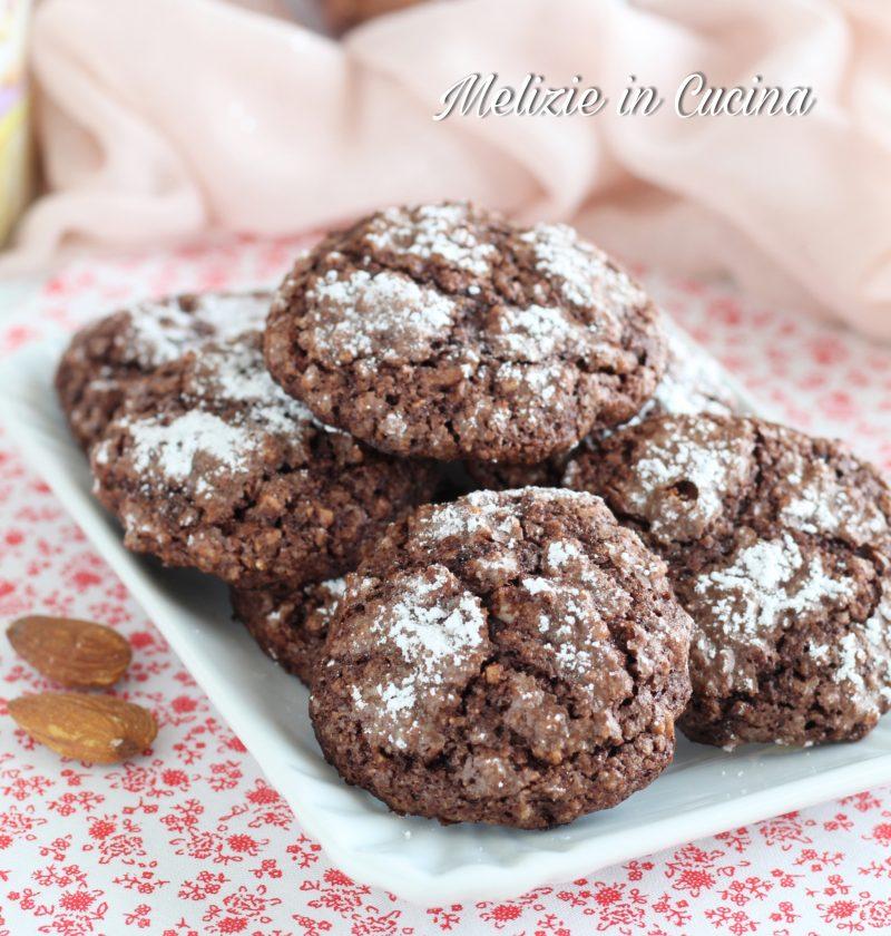 Biscotti amaretti mandorlati al cacao